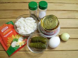 Салат с килькой в томате - фото шаг 1