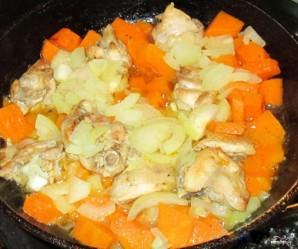 Курица, тушенная с тыквой - фото шаг 3