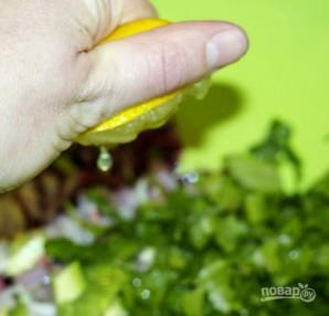 Салат с кальмарами и авокадо - фото шаг 7