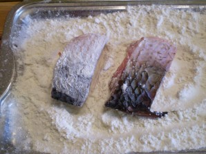 Жареная рыба с картошкой - фото шаг 3