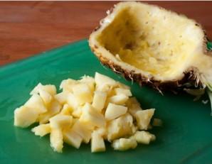 Салат в ананасе - фото шаг 1