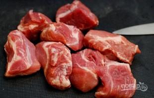 Макароны со свининой на сковороде - фото шаг 3