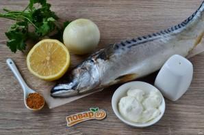 Запеченная скумбрия с луком и лимоном - фото шаг 1