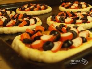 Пицца с крабовыми палочками - фото шаг 3