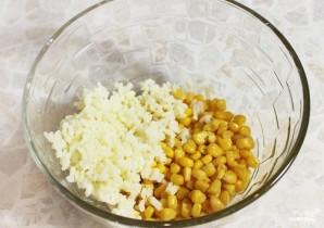 Салат с крабовыми палочками и рисом - фото шаг 2