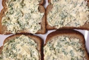 Чесночные гренки с зеленью в духовке  - фото шаг 5