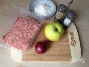 Котлеты из куриного фарша с яблоком - фото шаг 1