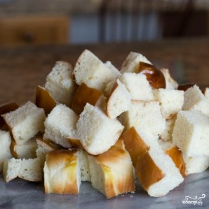 Французский хлебный пудинг с ягодами - фото шаг 1