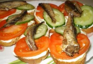 Бутерброды с консервированной рыбой - фото шаг 6