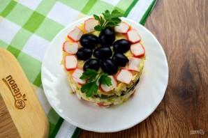 Крабовый салат с черносливом - фото шаг 9