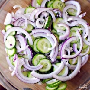 Салат из огурцов в сметанном соусе - фото шаг 4