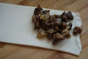 Слоеные пирожки с грибами - фото шаг 5