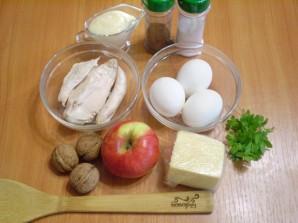 Слоеный салат с курицей и орехами - фото шаг 1