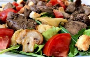 Теплый салат с куриной печенью и помидорами - фото шаг 6