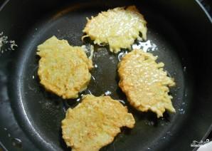 Драники картофельные с луком - фото шаг 4