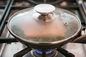 Лосось в вине на сковороде - фото шаг 3