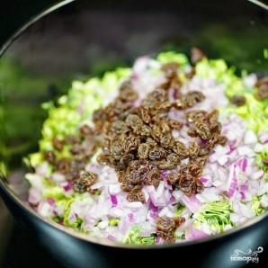Салат из брокколи с изюмом и семечками - фото шаг 5