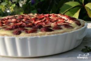 Пирог из слоеного теста с клубникой - фото шаг 4
