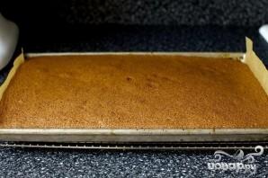 Шоколадный рулет со сливочным кремом - фото шаг 4
