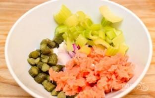 Салат с семгой и овощами - фото шаг 2