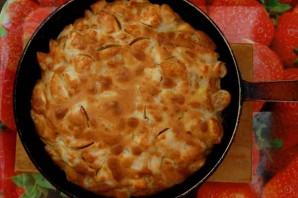 Шарлотка с яблоками на сковороде - фото шаг 7