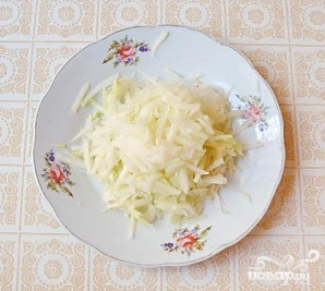Салат из капусты с курицей и редисом - фото шаг 5