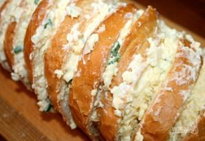 Запеченный батон с сыром и чесноком - фото шаг 5