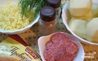 Картошка с колбасой и сыром в духовке - фото шаг 1