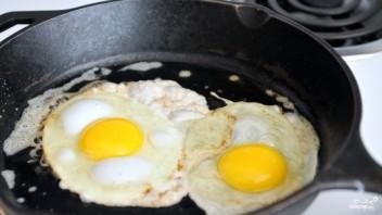 Бутерброд с яичницей - фото шаг 2