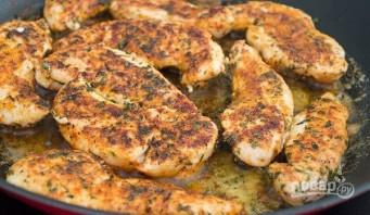 Куриное филе со специями на сковороде - фото шаг 4