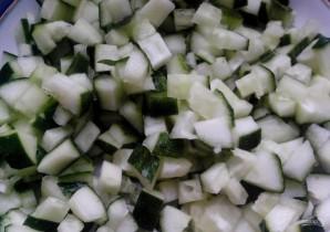 Салат с тунцом в тарталетках - фото шаг 3