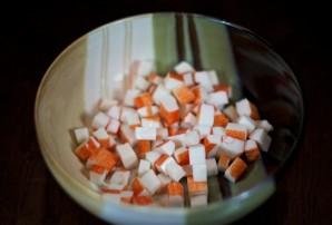 Простой салат с маринованными грибами - фото шаг 1