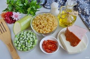 Макароны с цукини, козьим сыром и зеленым горошком - фото шаг 1