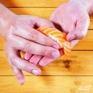 Суши с лососем - фото шаг 10