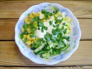 Салат с огурцом и кукурузой - фото шаг 6