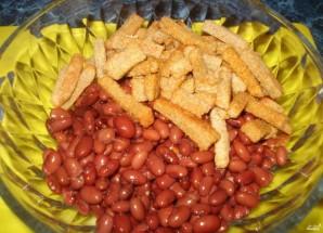 Салат из красной фасоли с сухариками - фото шаг 1