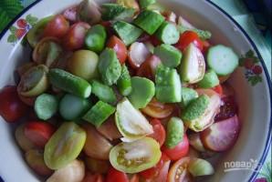 Салат на зиму из помидоров и огурцов - фото шаг 2