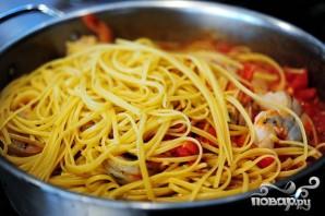Креветки со спагетти - фото шаг 8
