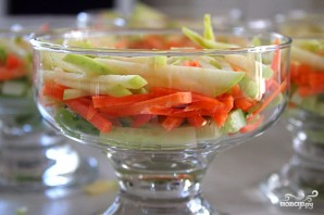Простой салат из креветок - фото шаг 3