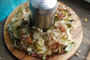 Салат с говядиной и маринованными огурцами - фото шаг 4