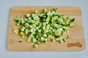 Слоеный салат из хурмы - фото шаг 2