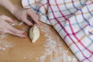 Пирожки дрожжевые на воде - фото шаг 11