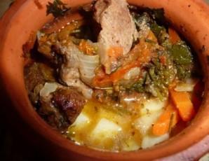 Говядина в горшочках с картошкой - фото шаг 6