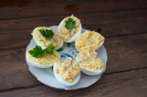 Яйца, фаршированные сельдью - фото шаг 4