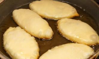 Пирожки с луком и яйцами - фото шаг 12
