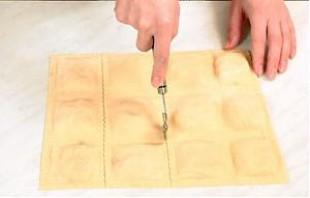Равиоли с сыром и грибами - фото шаг 5
