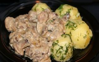 Маслята, тушеные с картофелем - фото шаг 6