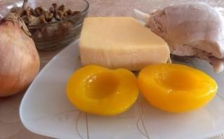 Персики, фаршированные курицей - фото шаг 1