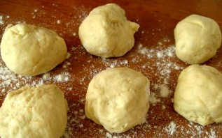 Пирожки из замороженной вишни - фото шаг 9