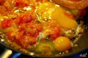 Яичница с помидорами - фото шаг 4